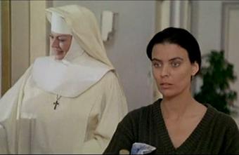 Anita Ekberg e Ileana Fraja nella parte di una giovane minorata